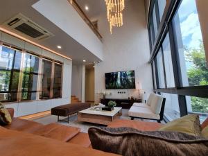 For RentTownhouseRatchadapisek, Huaikwang, Suttisan : 🏡  350,000.- ให้เช่าบ้านเดี่ยว 3 ชั้น หลังมุม โครงการ Parc Priva ถ.เทียนร่วมมิตร ศูนย์วัฒนธรรม รัชดา  🛣  รับลูกค้าทุกสัญชาติ