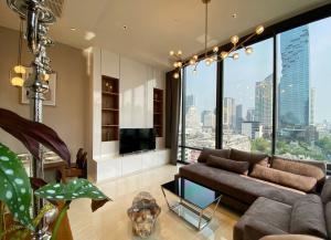 For RentCondoSilom, Saladaeng, Bangrak : Beautifully furnished 2 bedrooms duplex condo 86 sqm on 11 floor for rent at Ashton Silom