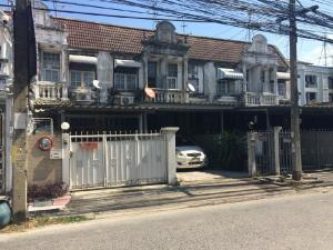 For RentHouseKasetsart, Ratchayothin : Rent a 2-storey townhouse, area 20 square meters, 2 bedrooms, 2 bathrooms, 3 air conditioners, some furniture, Phaholyothin Road, Major Ratchayothin Location Phaholyothin Road Major Ratchayothin Rental price Rental price 15,000 baht per month Contact your