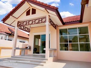 For SaleHousePattaya, Bangsaen, Chonburi : ขายด่วน บ้านเดี่ยว สิริศา 10 กม.10 ต.พลูตาหลวง อ. สัตหีบ จ.ชลบุรี ตกแต่งใหม่หมดทั้งหลัง สวยพร้อมอยู่ ขนาด 72 ตรว.ขายเพียง 2.65 ล้านบาทเท่านั้น!!