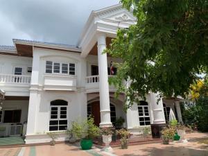 For SaleHouseNakhon Pathom, Phutthamonthon, Salaya : Quick sale !!! A large 2-storey detached house, Borommaratchachonnani Road, Phutthamonthon Sai 3, great value.