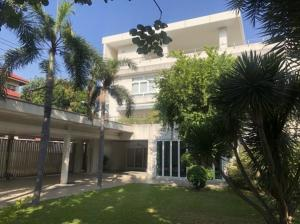 For RentHouseOnnut, Udomsuk : 4-storey detached house for rent, Sukhumvit 62, large house, has 15 passenger lifts, suitable for residential or as a home office or as an office or as a studio