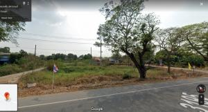 For SaleLandSuphan Buri : Land for sale in a beautiful plot of land in Suphanburi town, next to a paved road, 3 public roads, near the resort government center, suitable for all businesses.