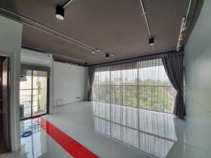 เช่าสำนักงานสุขุมวิท อโศก ทองหล่อ : ให้เช่าห้องใช้เป็นออฟฟิศหรือห้องพักก็ได้ สไตล์ Loft รีโนเวทใหม่ในตึกไพรเวทย่านเอกมัย