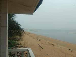 ขายบ้านชุมพร : ขายบ้านติดชายทะเลเนื้อที่ 100 ตารางวาอยู่ ตำบลบางมะพร้าว อำเภอหลังสวน ชุมพร สนใจติดต่อ ธนิต0634287961