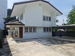 For RentHouseLadprao 48, Chokchai 4, Ladprao 71 : For rent, a large single house, size 150 sq m, near MRT Phawana, only 300 meters.