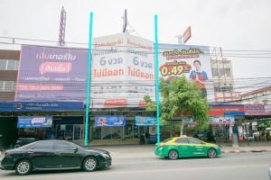 For SaleShophouseNawamin, Ramindra : Selling 2 commercial buildings, Wongsakorn Market, Sai Mai, Watcharaphon, location in front of Wongsakorn Market, Bangkok, very cheap.