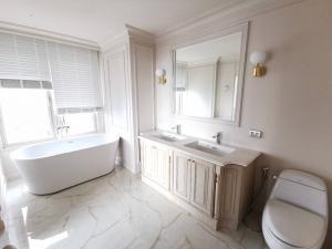 For RentCondoSukhumvit, Asoke, Thonglor : ให้เช่าคอนโด Hampton Thonglor 10 ขนาด 240 Sq.m 4 bed 3 bath ราคาเพียง 120000 เท่านั้น !!!!