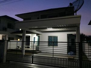 For RentHousePattaya, Bangsaen, Chonburi : Beautiful house for rent Life@Banglamung