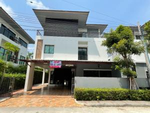 For SaleHousePattanakan, Srinakarin : Very cheap sale, 3-storey detached house, modern style, Baan Lumpini, Suan Luang Rama IX, near Suan Luang Rama IX, just 500 meters, beautiful, quiet, private, large, 59 square meters.