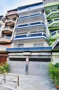 For RentShophouseWongwianyai, Charoennakor : Rent building 2 booths, Charoen Nakhon 62, Bukkhalo intersection, near Rama 3 Bridge, 10 m. From the main road.