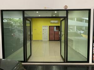 For RentCondoVipawadee, Don Mueang, Lak Si : Shop for rent under the regent18 condo near Wat Phra Si Bang Khen. Size 30 sq m.
