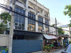 For RentTownhouseSukhumvit, Asoke, Thonglor : Townhouse for rent, area of 30 square meters, 6 bedrooms, 4 bathrooms, air conditioner, new decoration, Sukhumvit Road, near BTS On Anuch, rental price 25,000 baht / m.