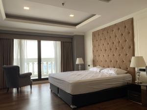 For RentCondoSilom, Saladaeng, Bangrak : Condo for rent, State Tower, 28th floor, AOL-F72-2103003622