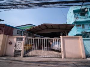For SaleBusinesses for saleWongwianyai, Charoennakor : Gold location is hard to find !! Apartment for sale 213 sq m, Soi Issarapap 43, near Siriraj, profit 1.14 million baht per year, 27 rooms, full tenants. Urgent !!!