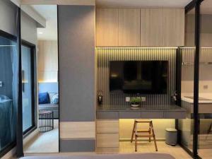 เช่าคอนโดพระราม 9 เพชรบุรีตัดใหม่ : 🔥ว่างให้เช่า🔥 Life Asok Rama9 ห้องสตู ครัวปิด ชั้นสูง แต่งสวย เครื่องใช้ไฟฟ้าครบพร้อมอยู่ 095-249-7892