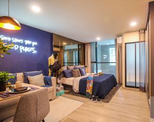 Sale DownCondoWongwianyai, Charoennakor : Condo Hype Sathorn-Thonburi @BTS Krung Thon Buri, 25.20 sq.m Studio 8th floor Nice View, Fully furnished