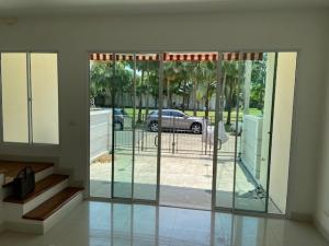 For RentTownhouseWongwianyai, Charoennakor : For rent BAAN KLANG MUANG SATHORN – TAKSIN 2 Near BTS Wutthakat **Garden view, near clubhouse**