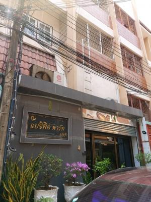 For RentTownhousePinklao, Charansanitwong : Townhouse for sale or rent, Soi Charansanitwong 59, semi-office decoration. With furniture And electrical appliances Good condition, ready to move in