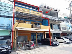 For SaleShophouseOnnut, Udomsuk : Urgent sale, commercial building, Khlong Toei, 2 and a half floors, 2 booths, area 28 sq m