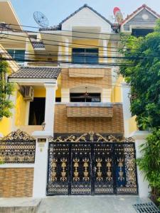 เช่าทาวน์เฮ้าส์/ทาวน์โฮมลาดกระบัง สุวรรณภูมิ : TC-9138 For Rent, Newly Renovated Town-Home  ( Royal Nakarin Villa) available for rent Sukhumvit 77, Onnut 46, Supapong 1