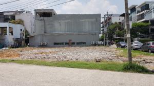 For RentLandPattanakan, Srinakarin : Land for rent on Pattanakarn Road, 173 sq.wa., corner 200 m. From the main road.