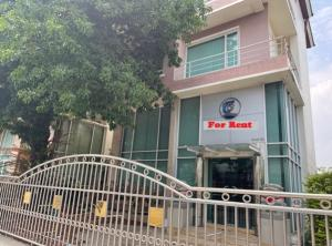 For RentOfficeKaset Nawamin,Ladplakao : For Rent 3.5-storey office building on Kaset-Nawamin Road, near Wang Hin intersection, near Kasetsart University, very good location, building area of more than 400 square meters, parking for 8 cars.