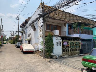 For SaleTownhouseChokchai 4, Ladprao 71, Ladprao 48, : 2 storey townhouse for sale, Chokchai 4, Soi 41, land 19 sq.wa, just 50 meters from Chokchai 4 Road, very good location.