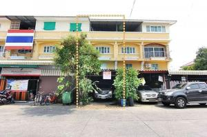 For SaleShophouseBangbuathong, Sainoi : Shophouse for sale, Bua Thong Thani Village, 3 floors, near 7-11.