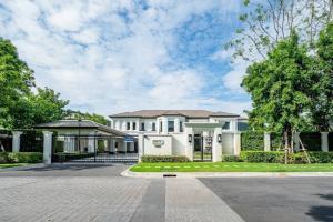 """ขายบ้านพัฒนาการ ศรีนครินทร์ : Selling : Super Luxury House """"Baan Sansiri"""" in Pattanakarn with Swimming Pool , 531.9 sqw , 941 sqm , 6 Bed 7 Bath , 6+6 Parking Lot       🔥🔥 Selling : 295,000,000 THB  🔥🔥"""