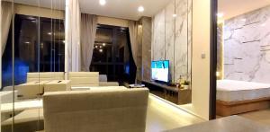 For RentCondoSukhumvit, Asoke, Thonglor : Beautiful new corner room, Ashton Asoke Condo for sale and rent. The best condo next to Bts Asoke, beautifully decorated, inviting 091-082-8888