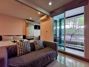 For RentCondoSukhumvit, Asoke, Thonglor : 🌳Tree Condo Ekamai, convenient transportation, 500 meters 🚆 from BTS Ekamai, beautiful room, ready to move in.