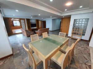 For RentCondoSukhumvit, Asoke, Thonglor : Urgent Rent ++ Spacious Rooms ++ Royal Castle Sukhumvit ++ Available @ 55000 Negotiable ++ BTS Phromphong 🚅