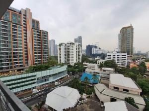 For RentCondoSukhumvit, Asoke, Thonglor : Urgent Rent ++ Spacious Rooms ++ Royal Castle Sukhumvit ++ BTS Phromphong 🚅