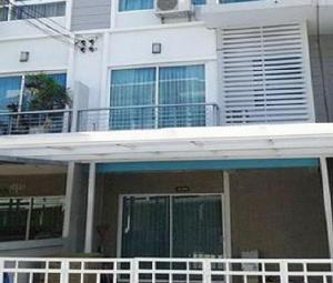 เช่าทาวน์เฮ้าส์/ทาวน์โฮมลาดกระบัง สุวรรณภูมิ : For Rent ให้เช่าทาวน์โฮม 3 ชั้น โครงการ The Metro Rama 9 เดอะเมทโทร พระราม 9 บ้านสวย เฟอร์ครบ แอร์ 5 เครื่อง สวยมาก อยู่อาศัยเท่านั้น ไม่อนุญาตสัตว์เลี้ยง