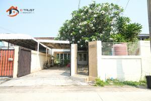 ขายบ้านพัฒนาการ ศรีนครินทร์ : ขาย ทาวน์โฮม หมู่บ้านเสรี หลังเดอะไนน์ พระรามเก้า บ้านสวย ทำเลดีมาก