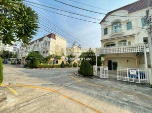 For RentTownhouseThaphra, Wutthakat : The Metro Sathorn Kanlapapruek House, 3 bedrooms, 3 floors, parking for many cars.