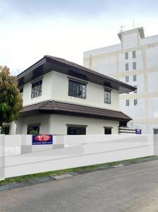For SaleHouseKasetsart, Ratchayothin : 2 houses with land 109 sq m, opposite of Kasetsart University, Chatuchak Ngamwongwan, Bang Khen, AN121