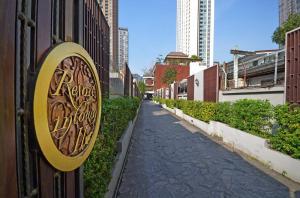 ขายบ้านสุขุมวิท อโศก ทองหล่อ : ขาย บ้าน, อาคารสำนักงาน, รีสอร์ท สุขุมวิท 21 (อโศก) ห่างถนนใหญ่ 100 เมตร ใช้วัสดุดี พร้อมลิฟท์แก้ว และสระว่ายน้ำ ตัวบ้าน 2 อาคาร 4 ชั้น 8 นอน 9 น้ำ