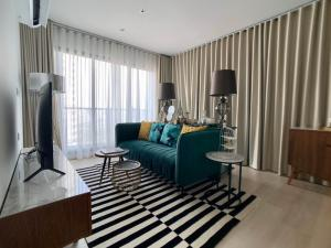 For RentCondoWitthayu,Ploenchit  ,Langsuan : LPA-21-67 *** Urgent rent, very beautiful room, 2 units, Life One Wireless condominium project, 2 bedrooms, 2 bathrooms, 63 sq.m., 30th floor, 35th floor, fully furnished, ready to move in. Rental price 35,000 baht / month. Close to BTS Ploenchit.