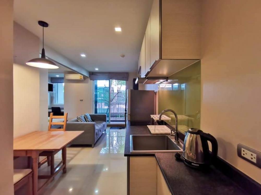 เช่าคอนโดสุขุมวิท อโศก ทองหล่อ : Tree Condo Ekamai ห้องชั้น 2 ชั้นเดียวกับสระว่ายน้ำ / 40ตรม รวมระเบียง