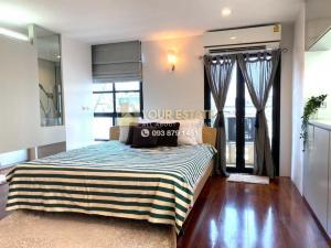 For RentCondoSilom, Saladaeng, Bangrak : Large condo for rent near BTS Saladaeng - Silom Terrace - Size 149 sq m. 2 bedrooms, 3 bathrooms, 1 working room, 6 balconies.