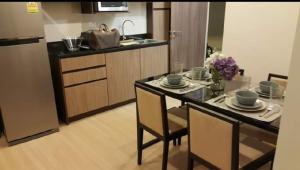 For RentCondoRama9, RCA, Petchaburi : Capital Ekkamai ++ Special Price Rent 19500 ++ Good Decor ++ High Floor ++ BTS Ekkamai & BTS Thonglor 🚅