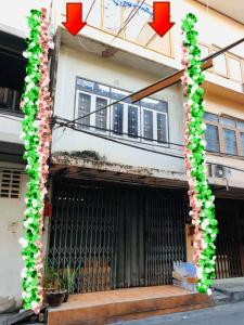 For SaleShophouseOnnut, Udomsuk : Commercial building for sale with tenants Below market price near BTS Phra Khanong