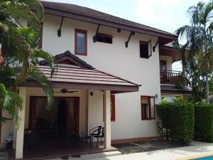 For RentHousePattaya, Bangsaen, Chonburi : The house is near the beach 800 meters, Jae Tum's restaurant and Moo Krua shop.
