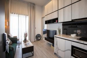 For SaleCondoOnnut, Udomsuk : Urgent Sell! The Line SKV 101 27 sq.m. fully furnished+appliances ,high floor, river view