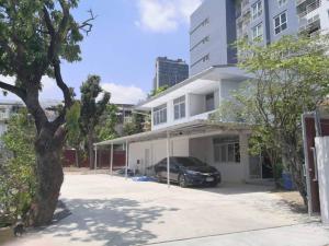 For RentHouseSukhumvit, Asoke, Thonglor : 2 storey house for rent in Soi Ekkamai 22.