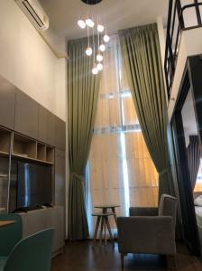 เช่าคอนโดพระราม 9 เพชรบุรีตัดใหม่ : Duplex 2 ห้องนอน แต่งสวยเฟอร์ครบ