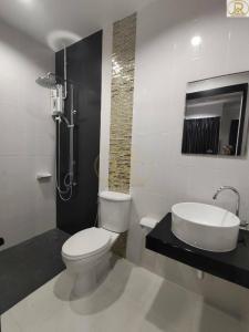 For RentTownhousePattaya, Bangsaen, Chonburi : Rent 15,000 baht, fully furnished, ️ new condition.