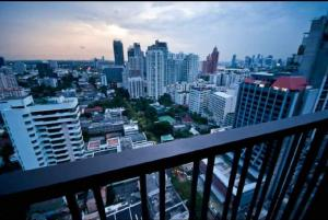เช่าคอนโดสุขุมวิท อโศก ทองหล่อ : Urgent Rent ++ Luxury Residence++ Noble Refine++ Top Floor++ BTS Phromphong  ++ Special Price @25000🔥